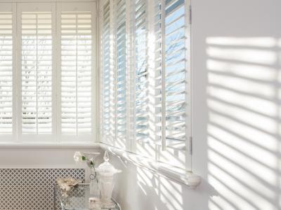 Wij leveren o.a shutters -gordijnen - roman blinds - houten ...